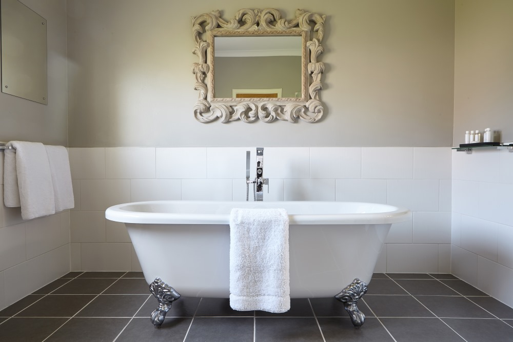 Hawkswood Country Estate Bathroom